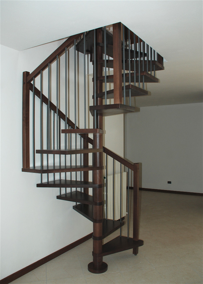 Scale a chiocciola in legno e ferro scale interne - Cancelletti per scale a chiocciola ...