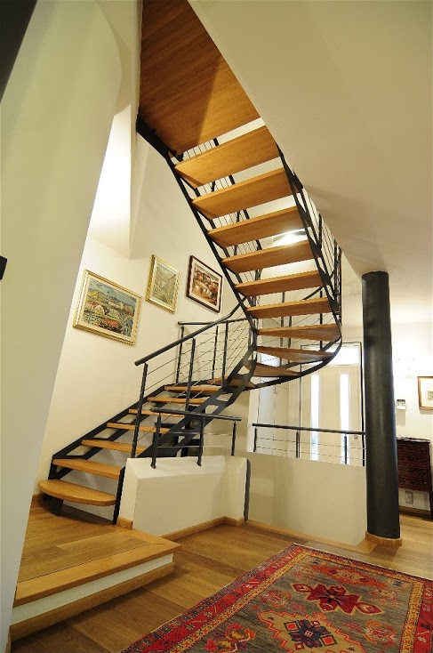 Scale elicoidali per interni in legno o ferro lineascale - Scale rivestite in legno per interni ...